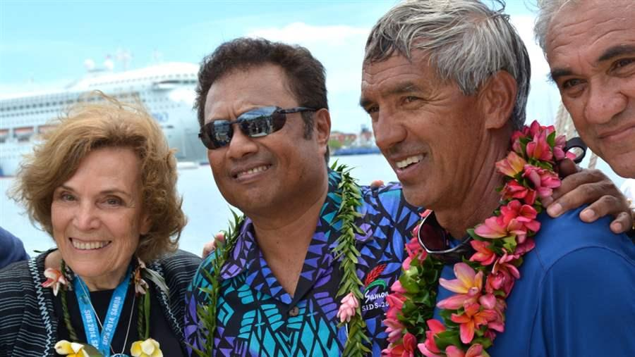 Tommy Remengesau and Nainoa Thompson