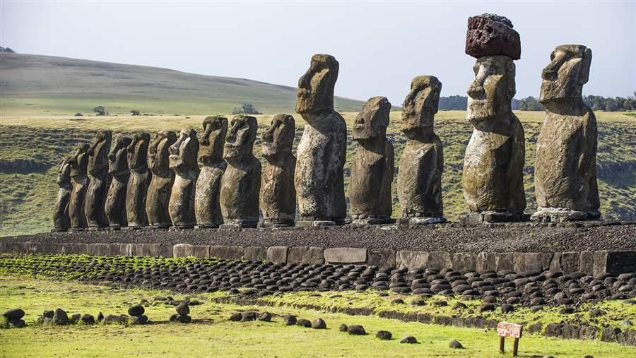 Pew and Bertarelli Praise Chile's Creation of Easter Island Marine Park